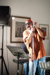 Dwight Trible & Paul Zauners Christmas All Stars, Dwight singing, Galerie Unterlechner (3)